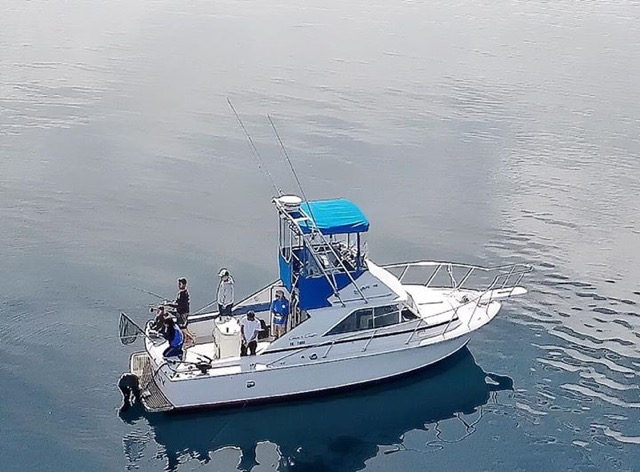 8 Passenger Expired COI. 31' Chris Craft Commander, Twin 350 HP Marine Power EFI. $49,500